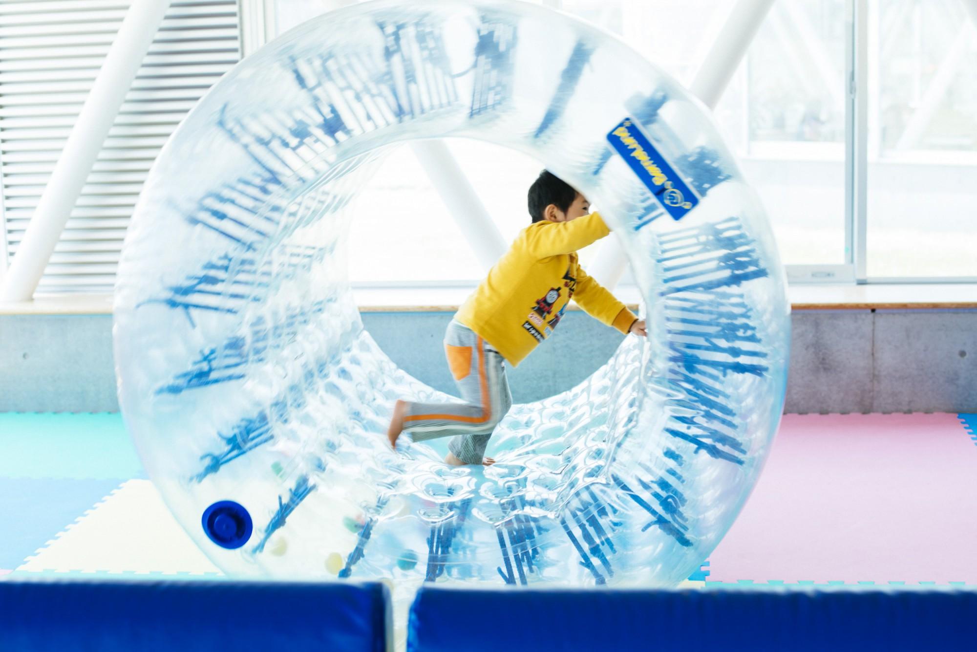 人気の高い「サイバーホイール」。楽しみながら平衡感覚を養える。