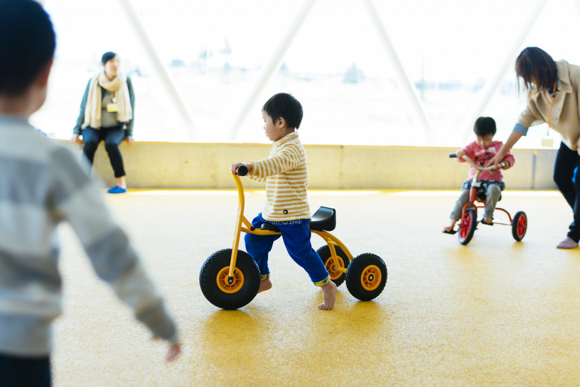 三輪車を走らせるだけの十分なスペースがある。