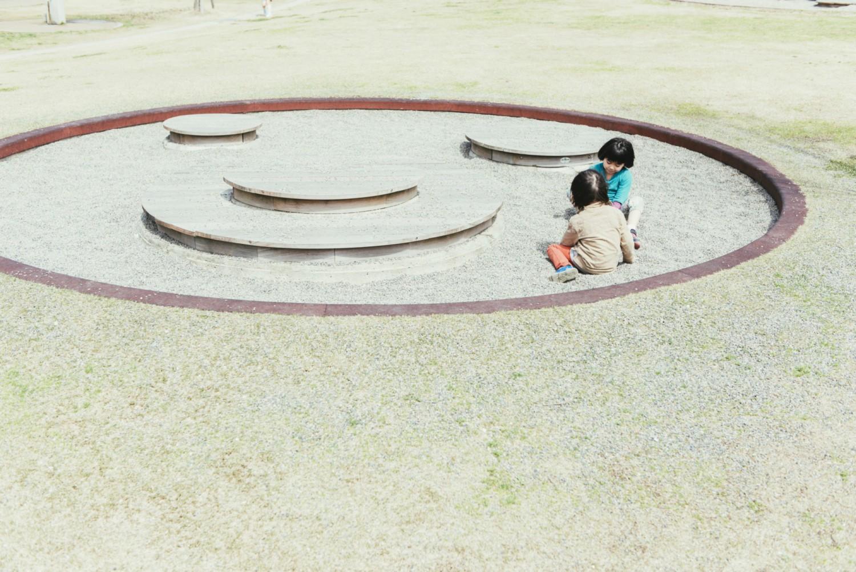 直径10mの円形は、砂遊びをするには十分な広さ。