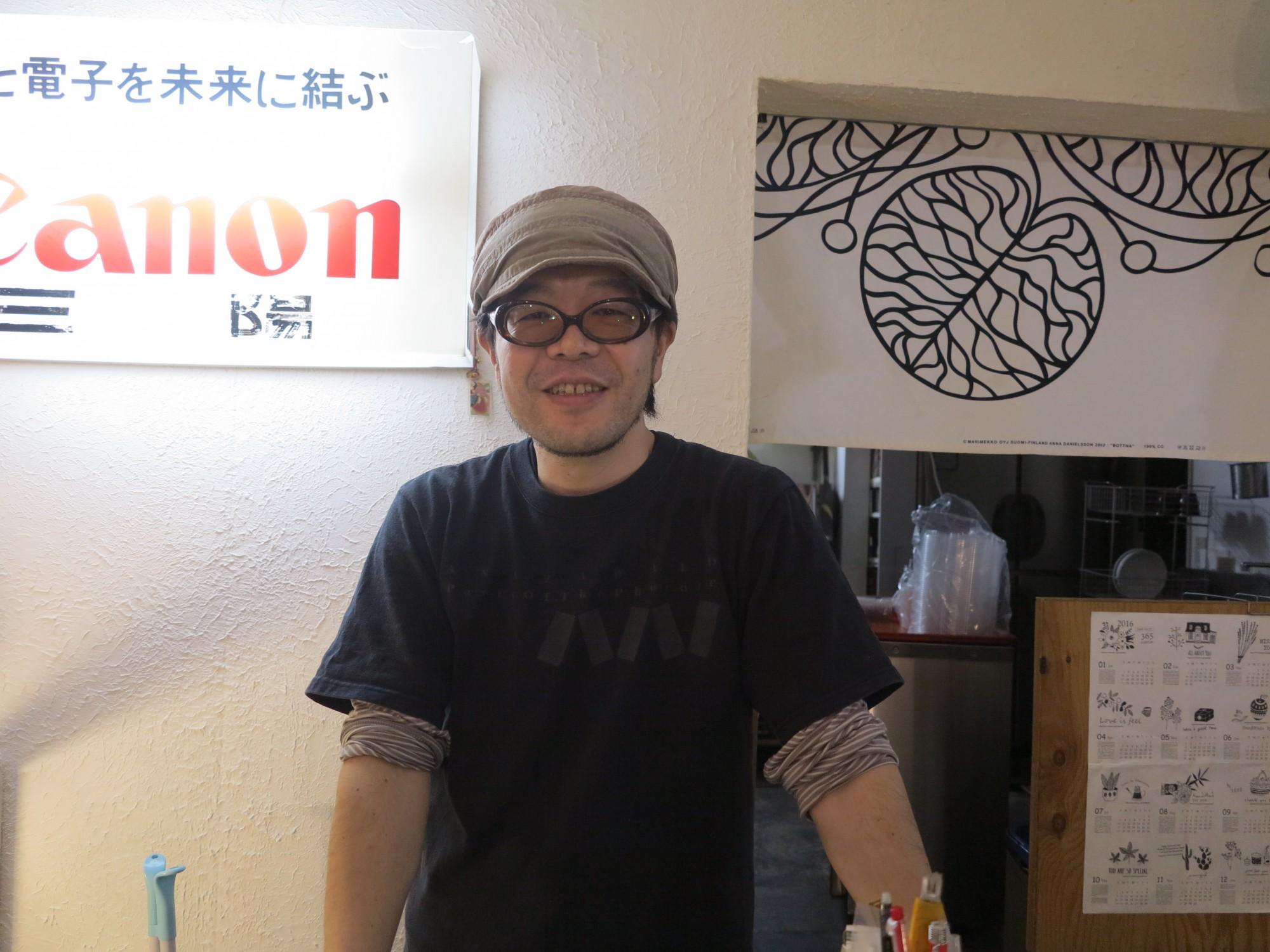 店主の花田圭太さん。