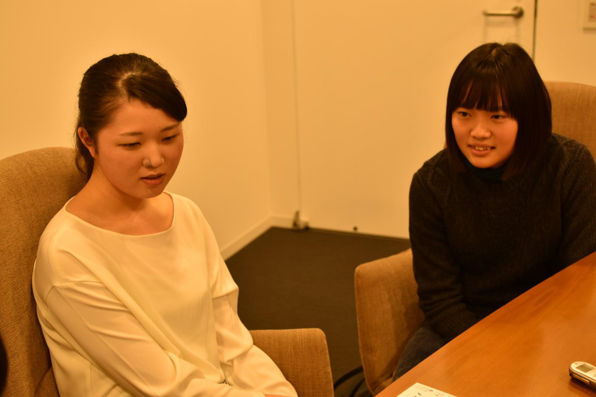 左・大関千尋さん、右・知野悠花さん。