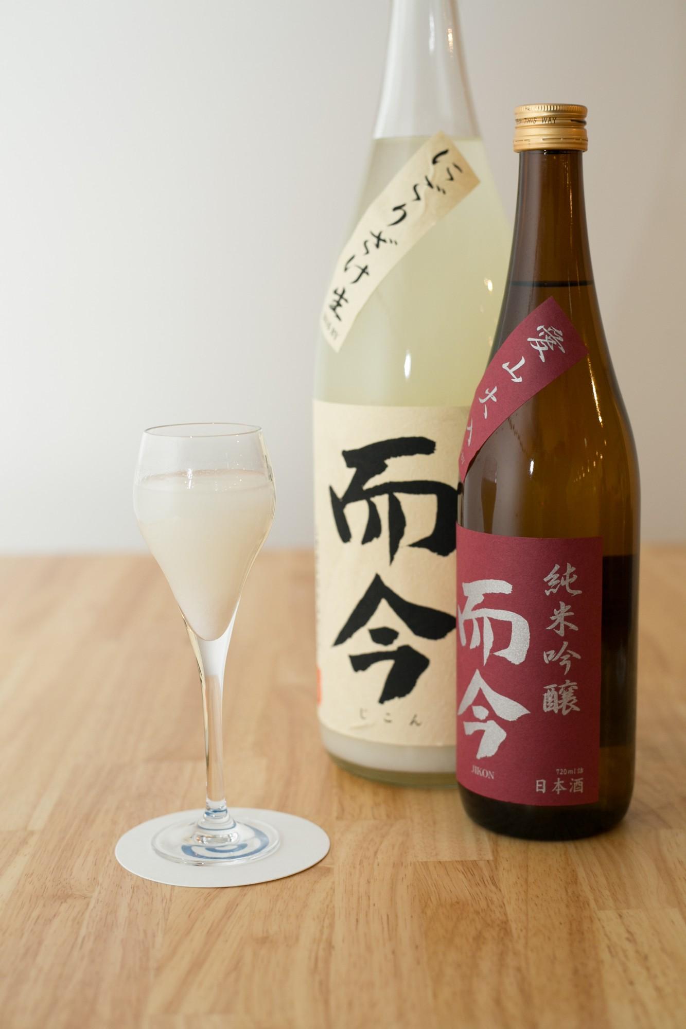 三重県名張市、木屋正酒造の6代目が杜氏として醸した「而今(じこん)」。「いまをただ精一杯生きる」という意味にもぐっとくる。