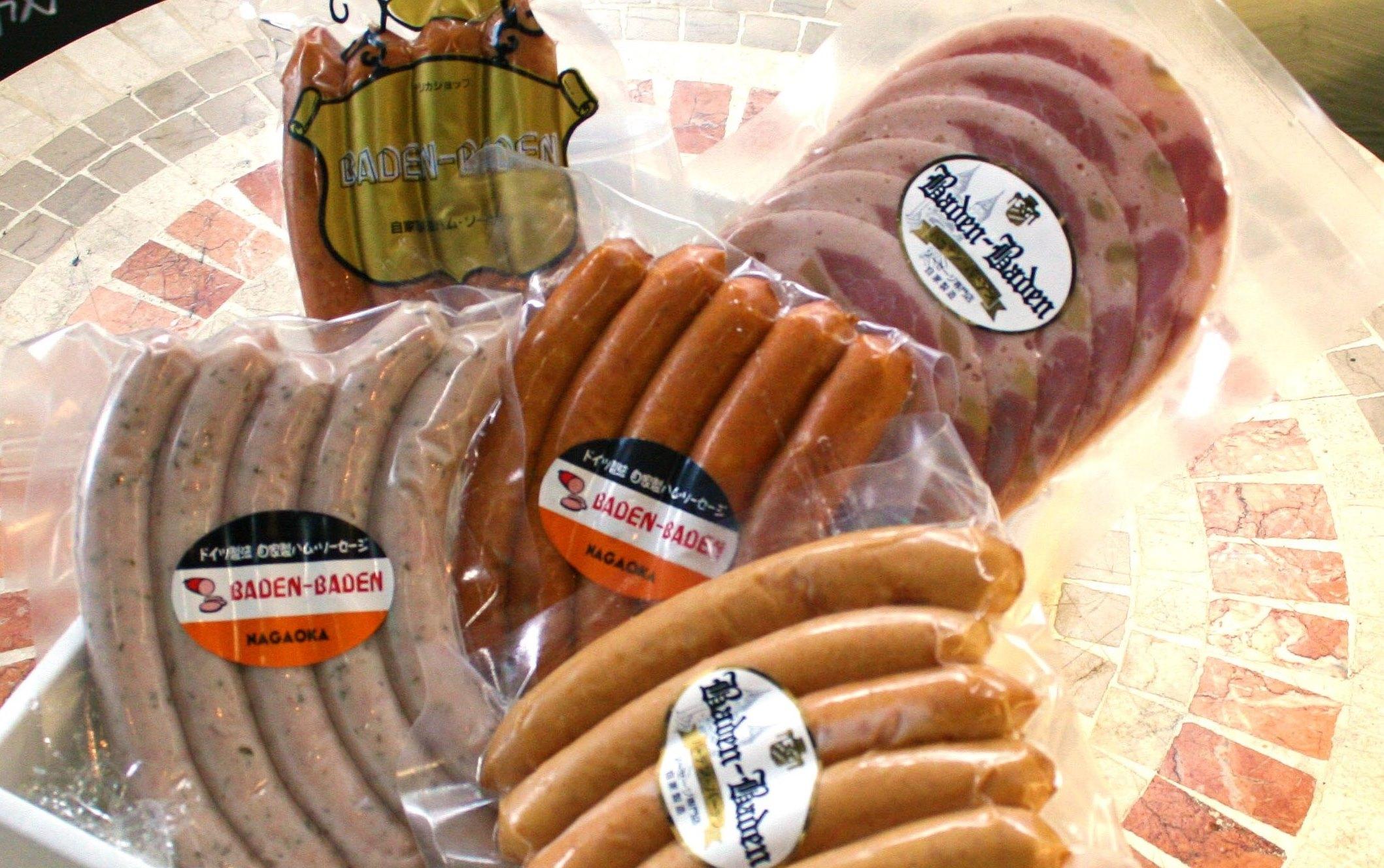 ケーゼグリラー~チーズ入り~、チョリソー 、荒挽きソーセージ 、焼きソーセージ 、スライスソーセージの5種セット 2,800円。