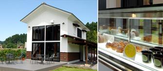 本館の先にある「雪甘月蔵づくりカフェ」。ロールケーキ、プリン、シュークリームなどを販売。