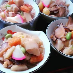 """y.inamasuお正月は実家で 郷土料理""""のっぺ""""です。 新潟県内でも作り方が違うし、各家庭でも違います。 我が家はとろみをつけていたのですが、新潟市内出身の義妹に合わせて、片栗粉は使いませんでした。 …母作ですが"""