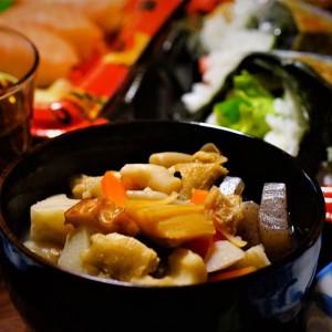 nori.iwa_嫁の実家(長岡市)の「のっぺ」。 新潟の正月はこれ 貝柱、里芋、人参、こんにゃく、蓮根、チクワ、油揚、椎茸、シメジ、かまぼこ。 いたって標準的かな?
