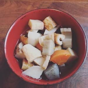 kazumi555 「カニョーンが郷土料理のっぺ汁を作りました。銀杏わすれてるよイクラも忘れてるよそんでも凄く美味しい」