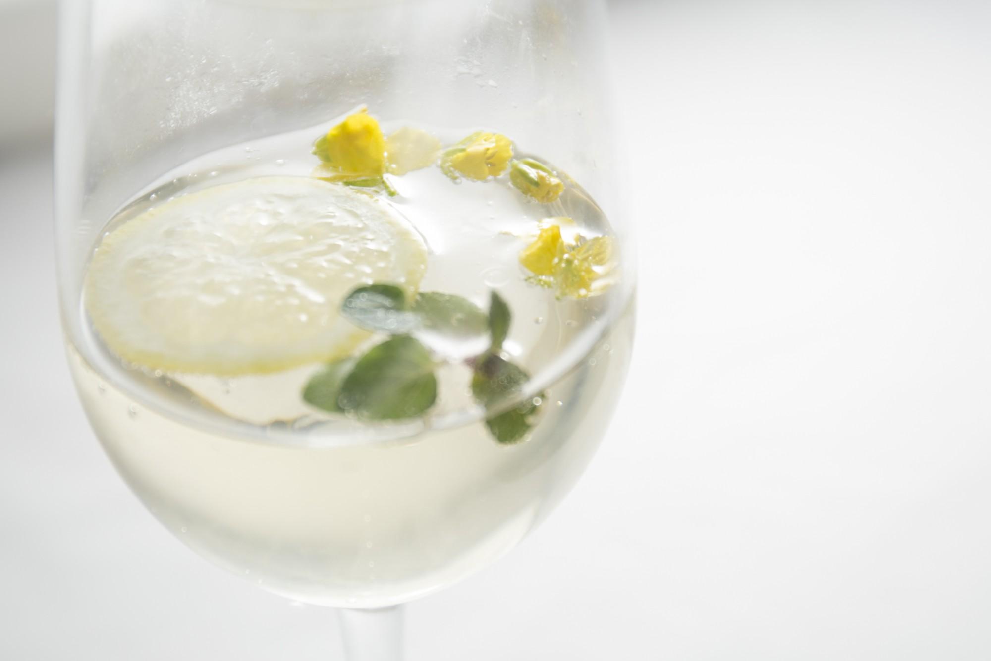 「吉乃川 ワイン酵母仕込み ハーブとグレープフルーツのカルテル」