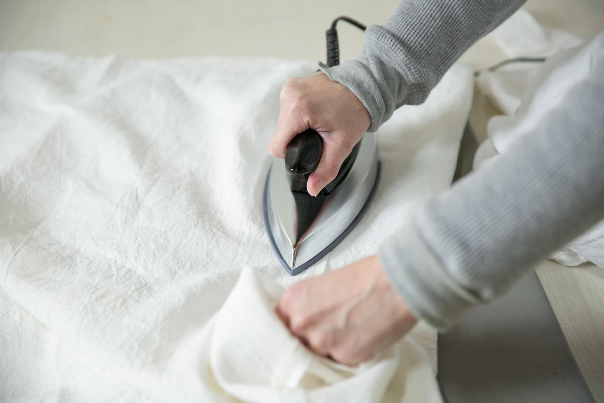 デザインを描き、布を切り、ミシン、アイロン。すべての工程がこの部屋の中で完結します。