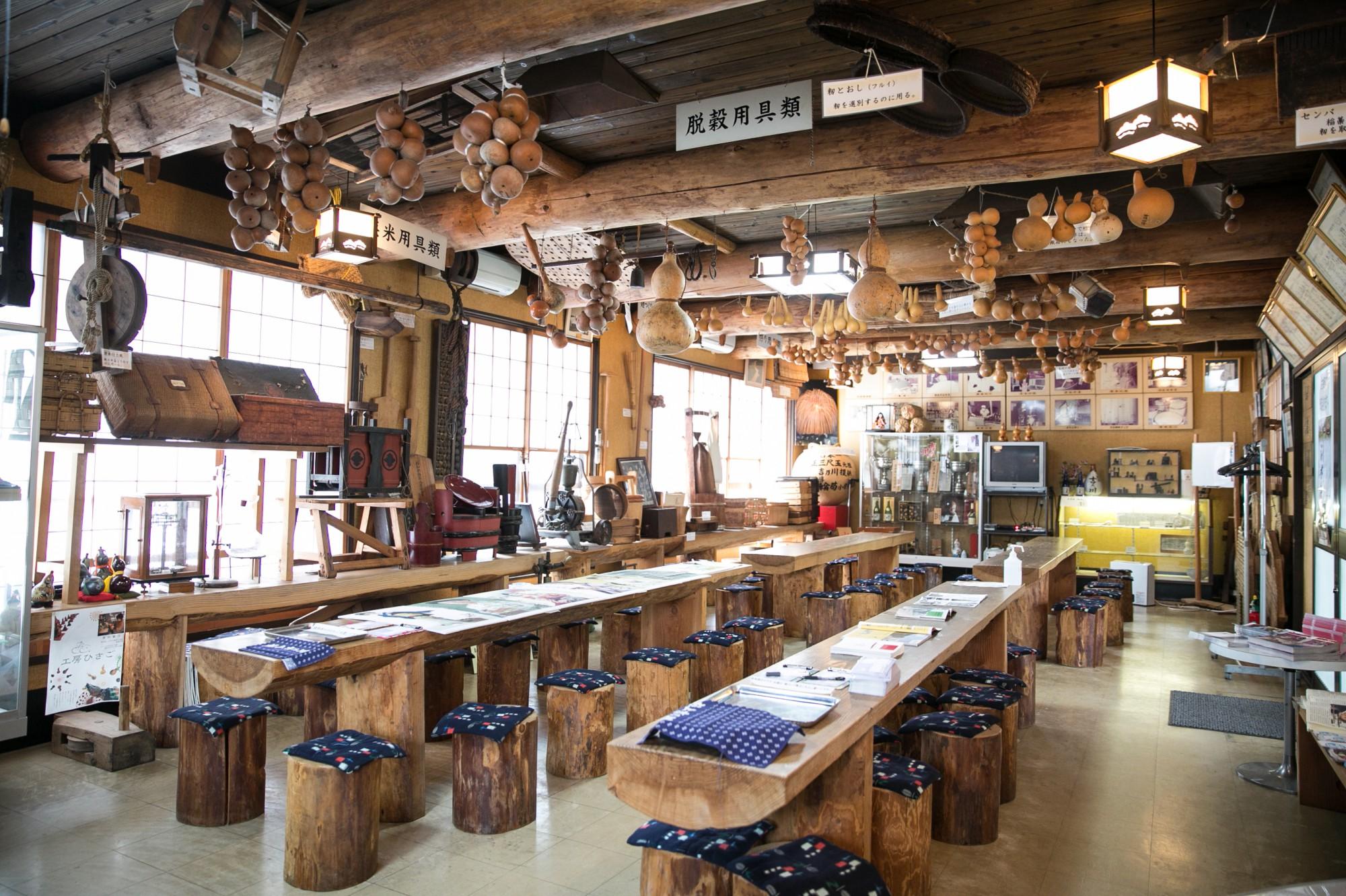 「瓢亭」の天井には、吉乃川のシンボルである瓢箪(ひょうたん)がたくさん。
