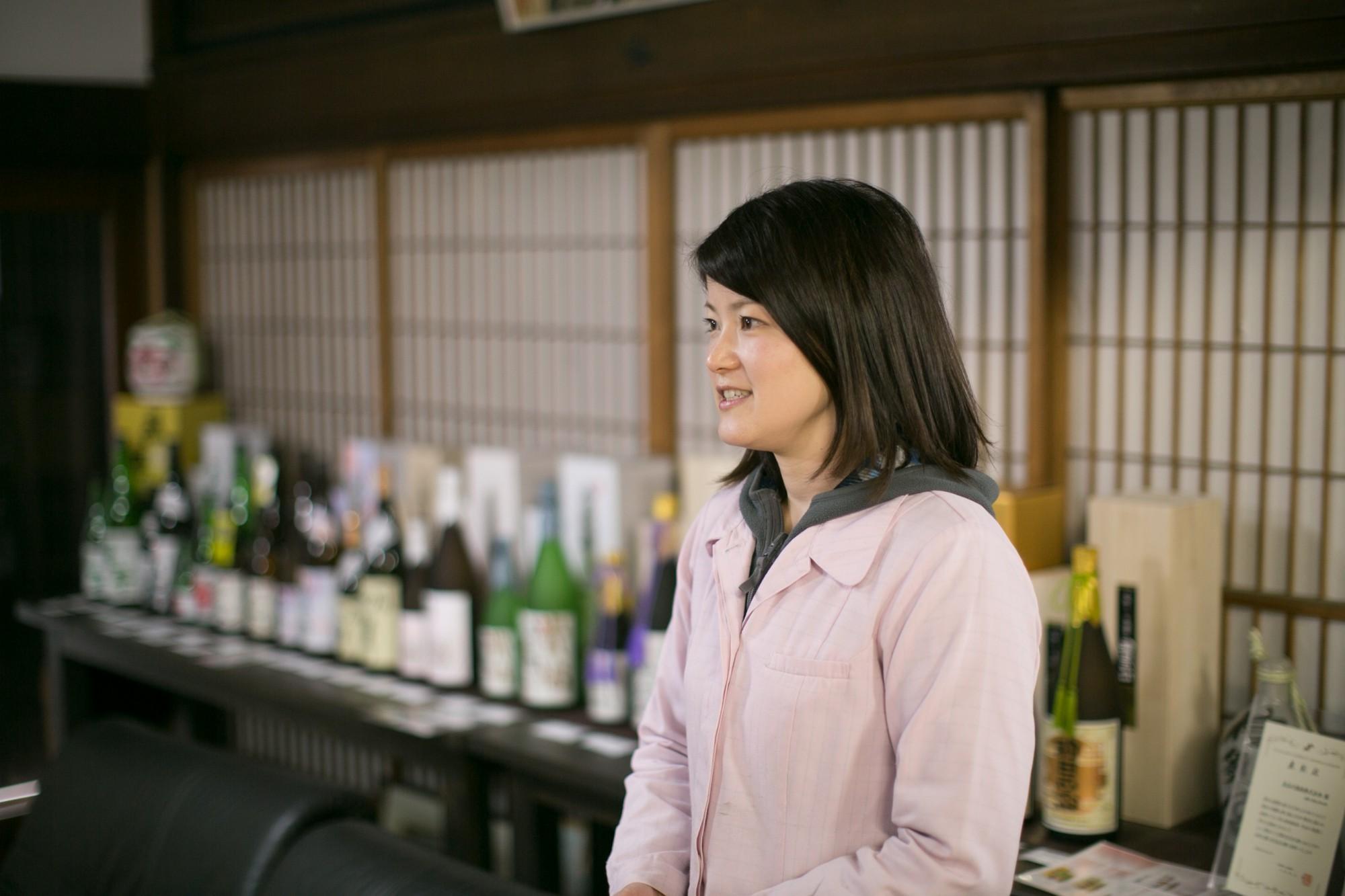 比田井聡子さんは長谷川社長の娘さん。家族を中心に、しっかりと伝統を守っています。