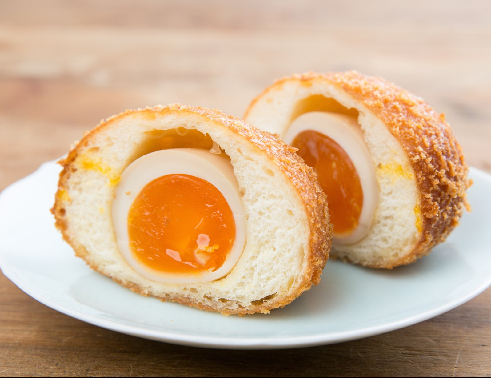 お目当ての「煮卵パン」は150円。昼過ぎに売り切れることもあるのでお早めに!