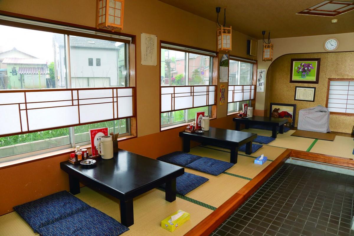 小上がりとテーブル席があり、席数は60席。2階には宴会用の部屋もあるとのこと。