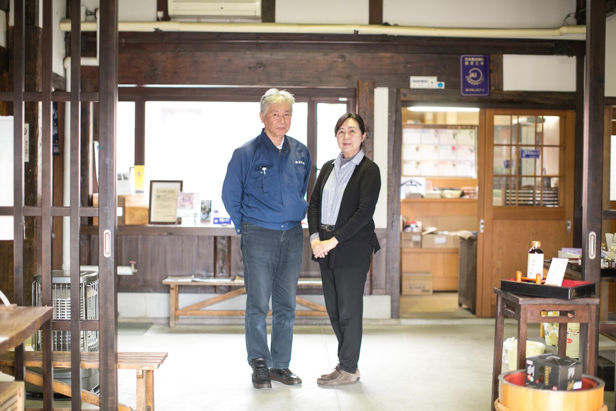 株式会社星野本店・代表取締役の星野孝さんと奥さまで常務取締役の星野美代子さん。
