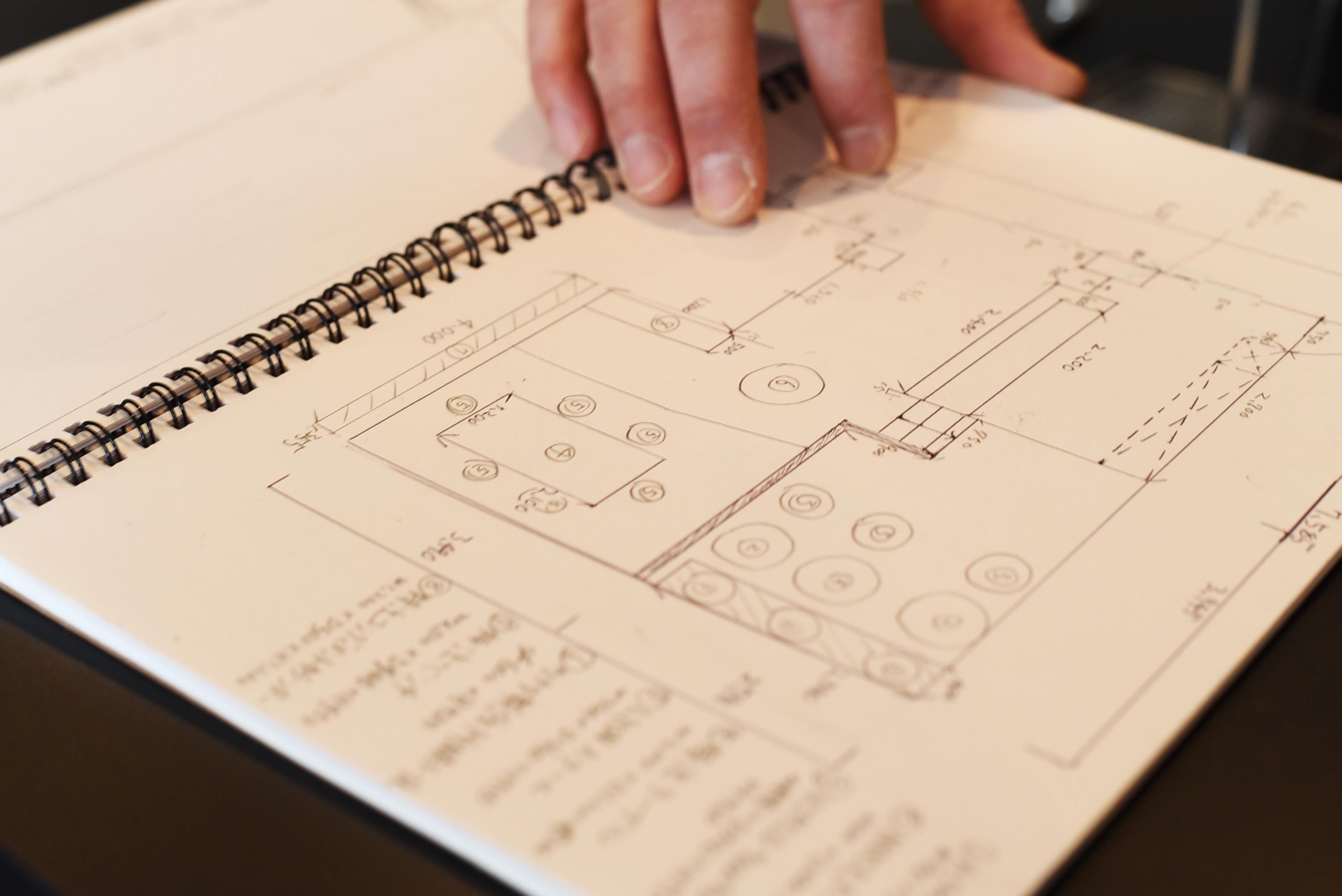 修業時代はいつでも「未来の自分のカフェ」をイメージしながら働いた。考え抜いた末に描いた店の設計図は、寸法から色合いまで驚くほど明確。