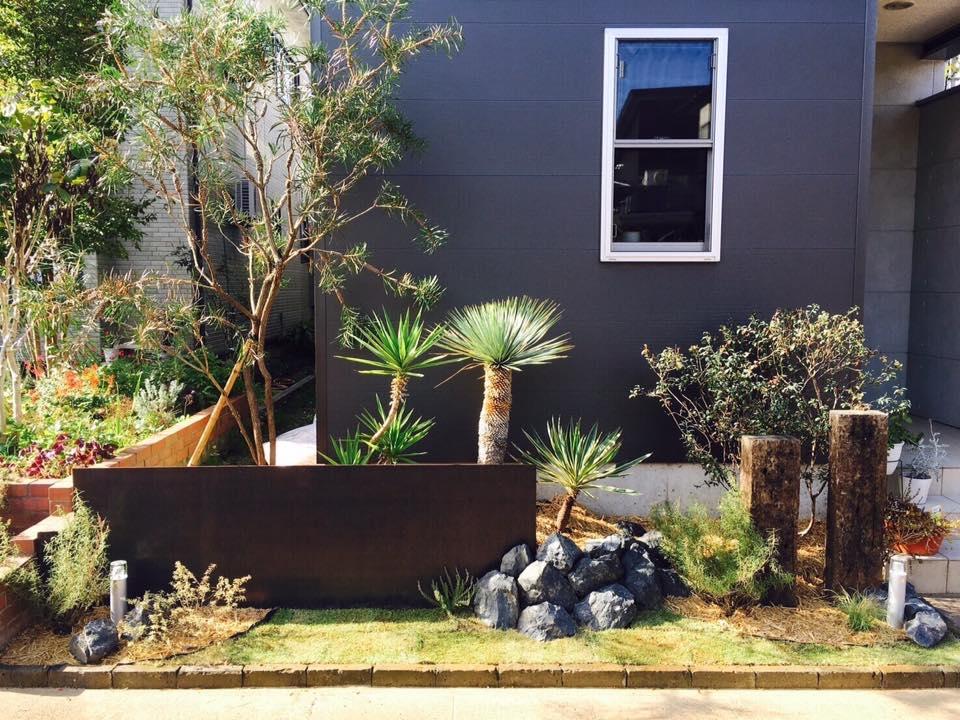 会場入り口を「緑のゲート」で彩りを添える「マウンテンリバーgreen works」。