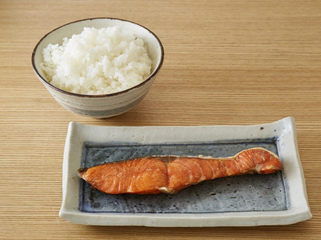 01_「北魚沼産コシヒカリ」と「寒風干し紅鮭」